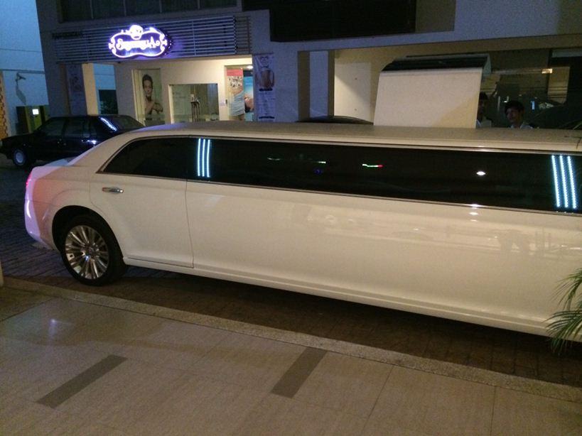 Chrysler Limo exterior