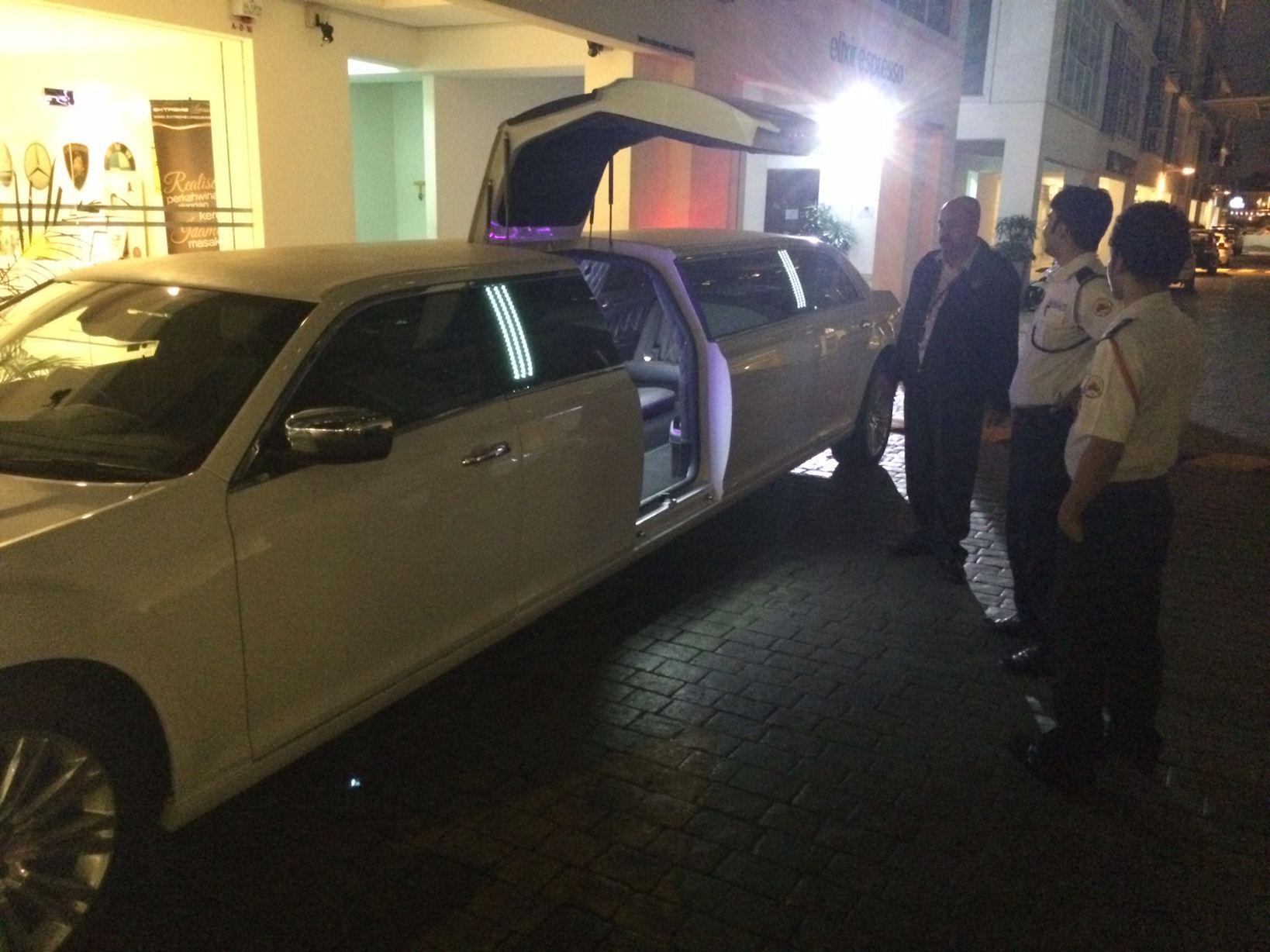 Chrysler Limousine Rental Malaysia Luxury Spaciousness